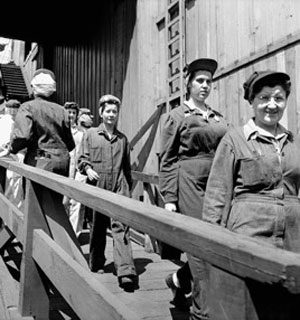 Female Shipyard Workers, Vancouver 1943. Photographer: Joseph Gibson. National Film Board of Canada. Image courtesy of Library and Archives Canada.