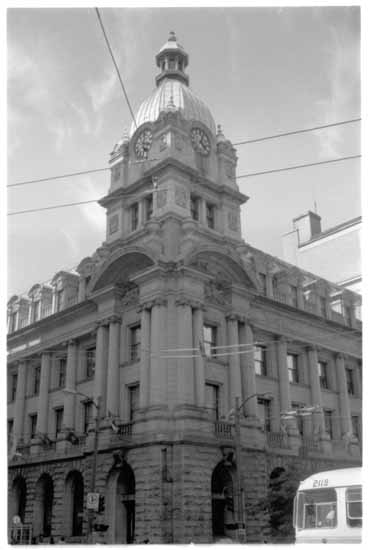 VPL #46724, Frank, Leonar , 1979, Old post office clock - corner of West Hastings and Granville