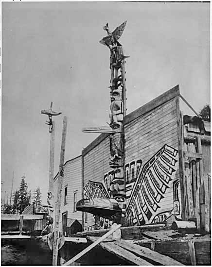 190-, Totem poles in front of homes at Alert Bay - VPL #4909, Philip Timms